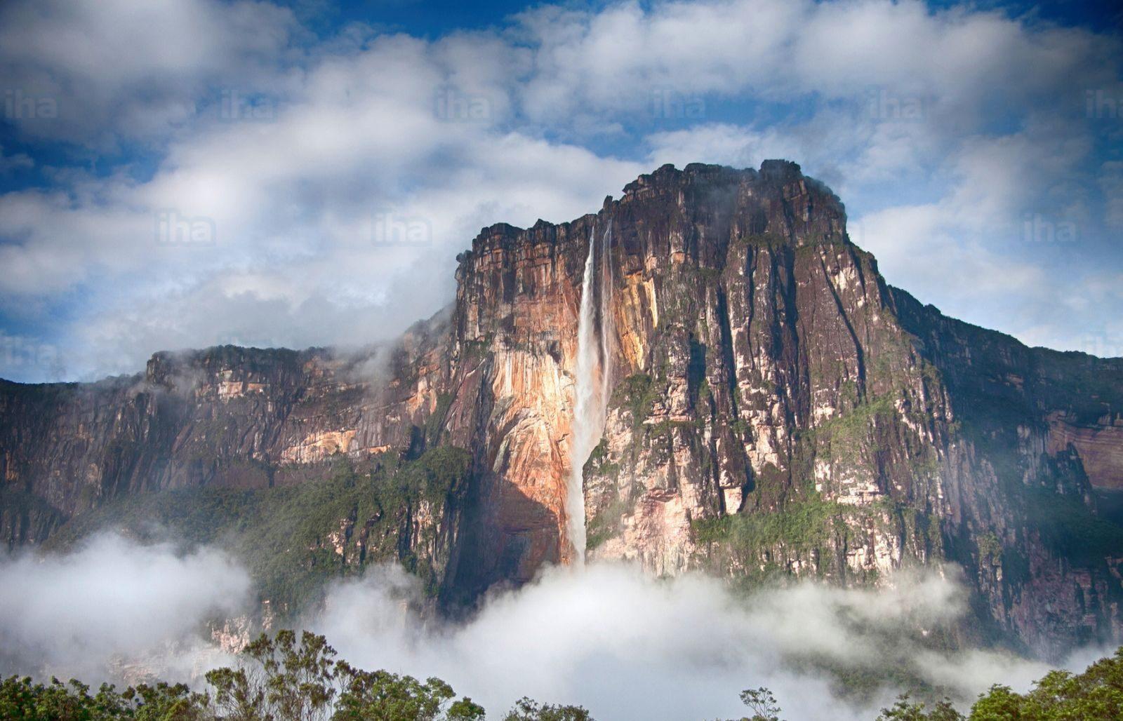 realismo magico America del Sud - foto del salto Angel